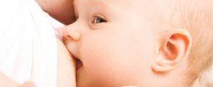 anne-sutu-hem-anneyi-hem-bebegi-koruyor
