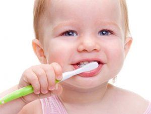 Bebeklerde-ağız-ve-diş-sağlığı